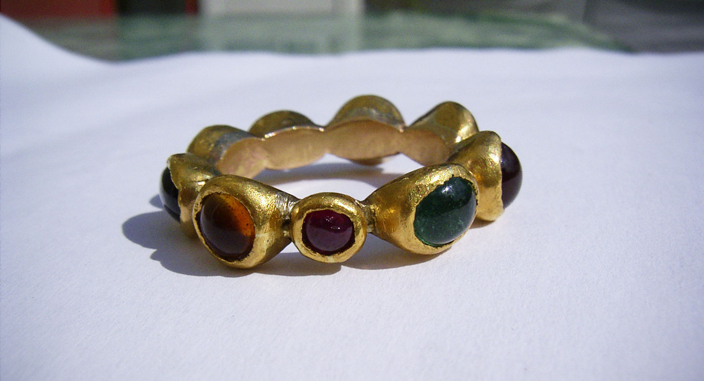 Ring 18 and 24 carat gold 5 different gemstones