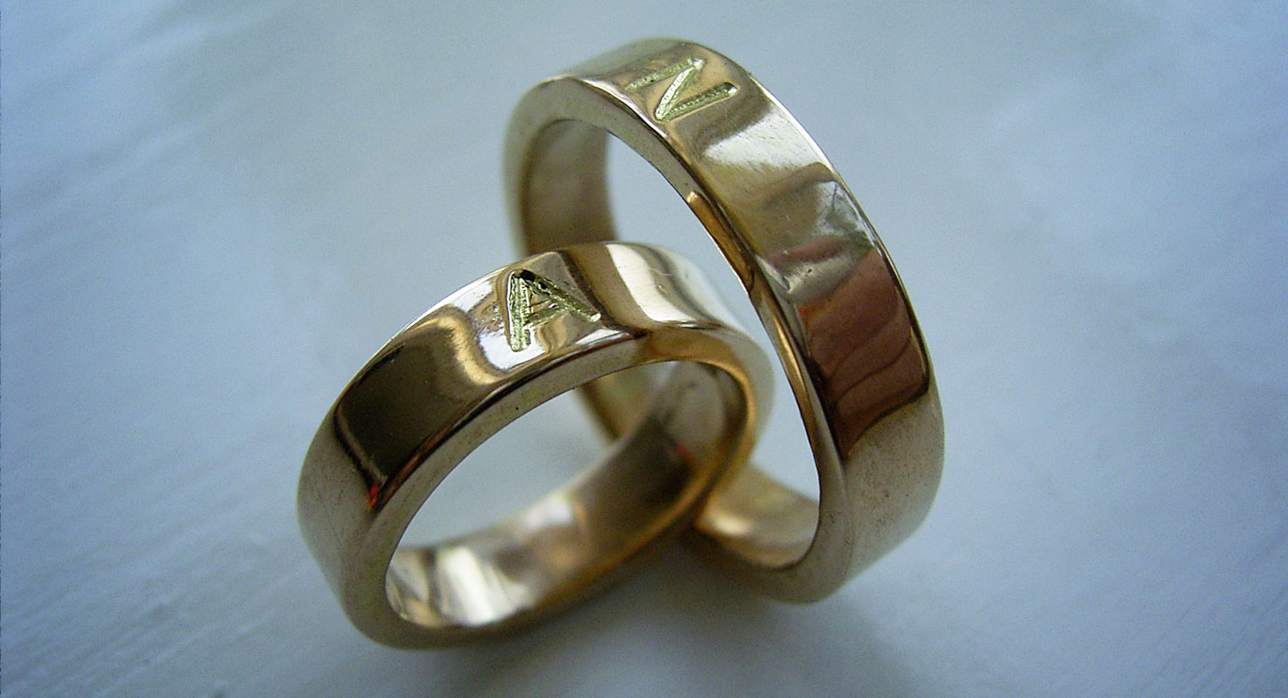 Wedding rings 18 carat gold